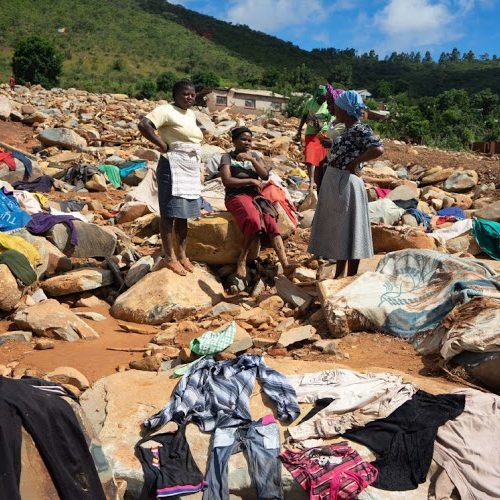Food donations 'left to rot' in Zimbabwe